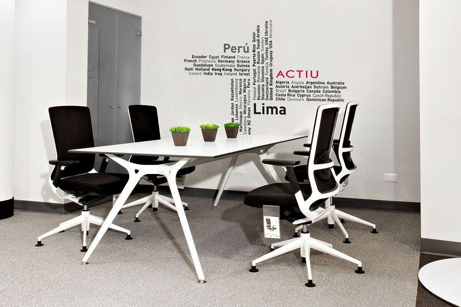 Actiu & Decorlux together in a new showroom for the peruvian market 3
