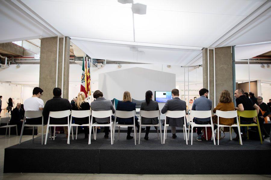 Round Table La Mesa.Actiu Opens The Debate At Valencia Habitat Trade Fair With A Round