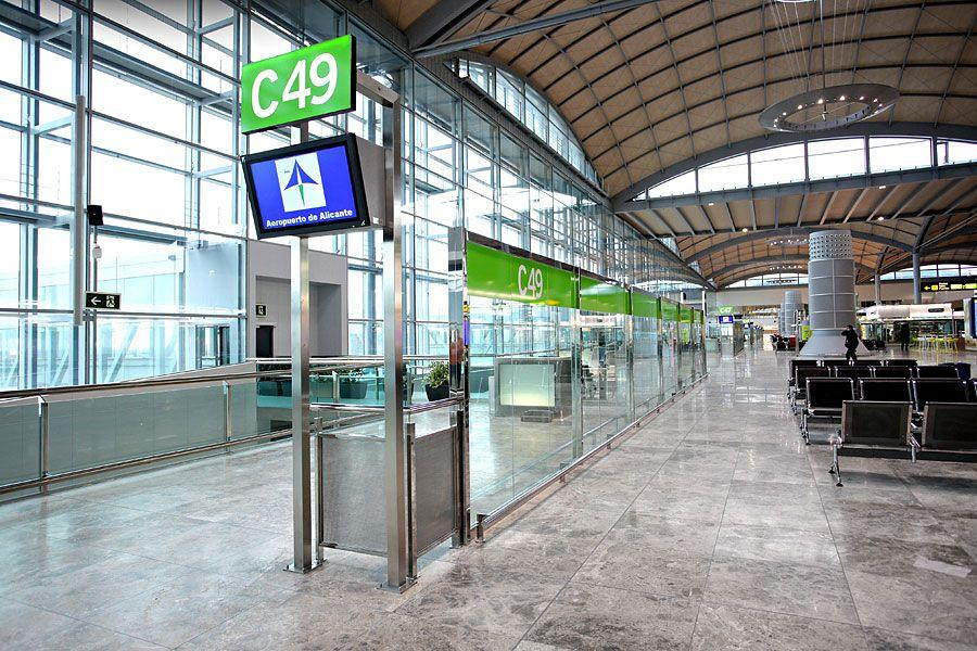 Actiu furnishes the new airport in Alicante 10