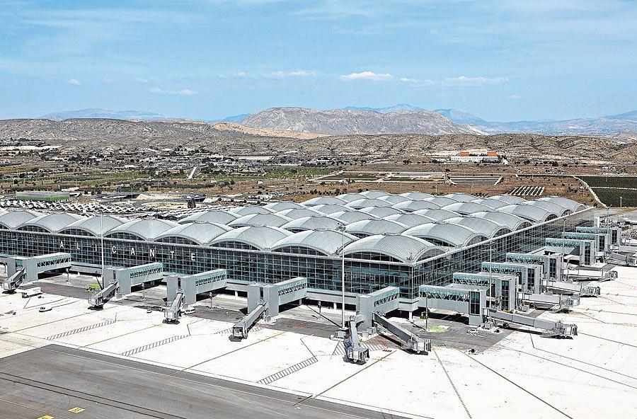 Actiu furnishes the new airport in Alicante 1