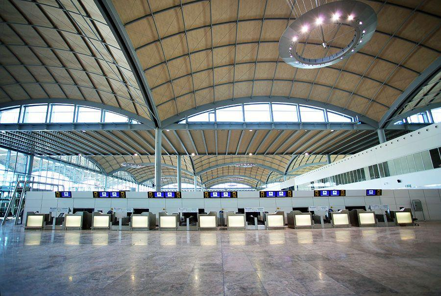 Actiu furnishes the new airport in Alicante 2