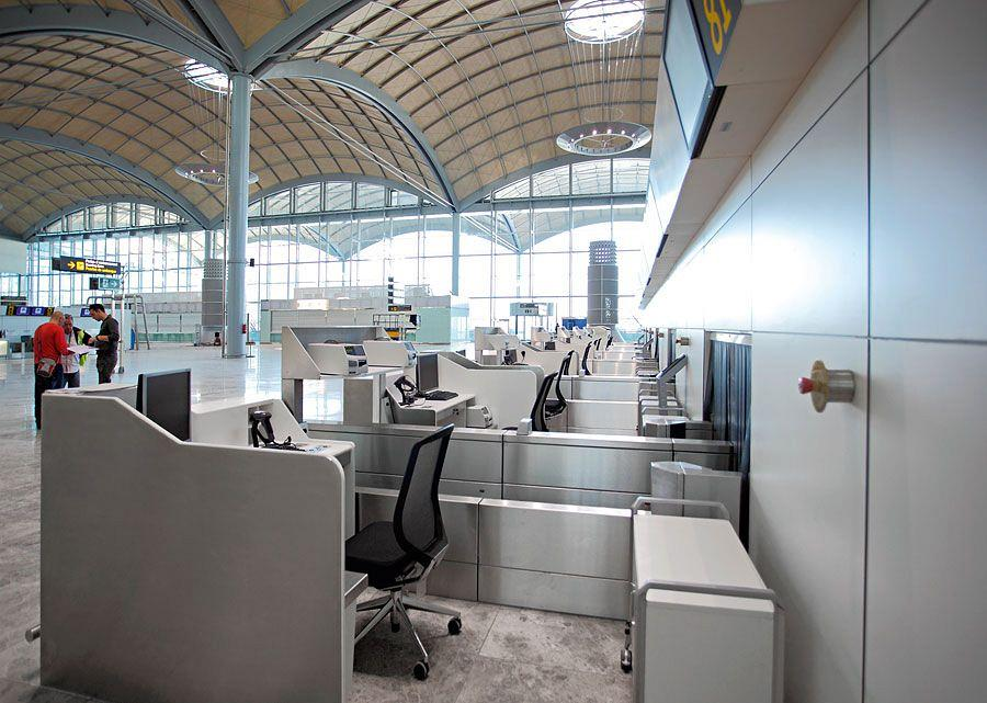 Actiu furnishes the new airport in Alicante 4