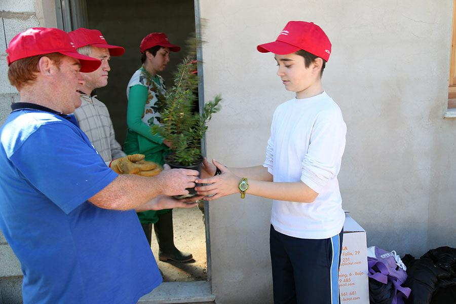 The Awakening Association and Primary pupils celebrate Tree Day 5