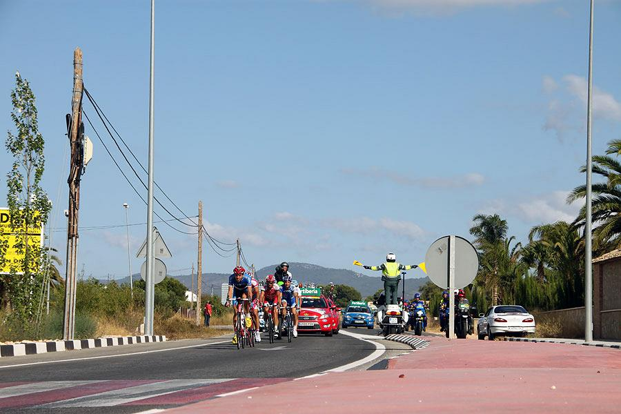 La Vuelta passing by Actiu 6