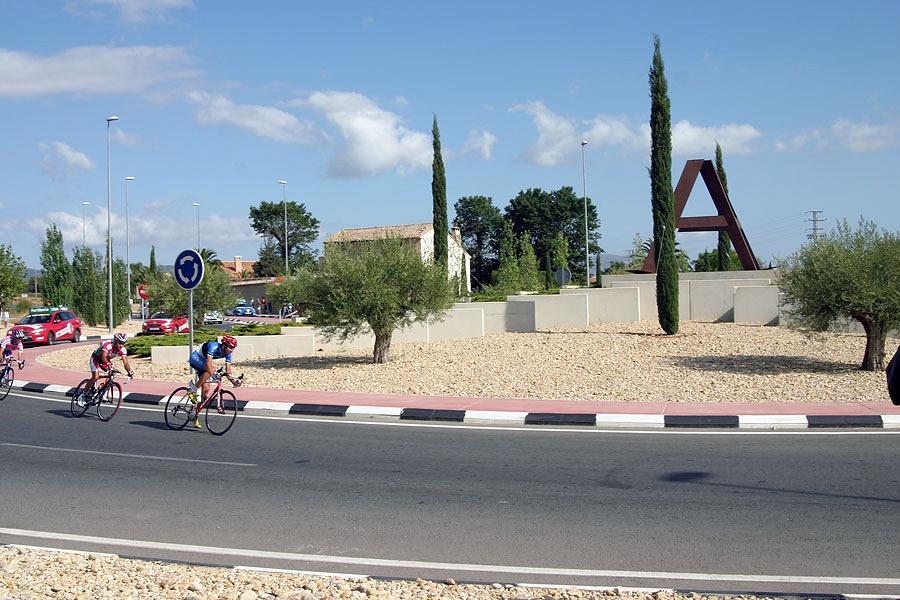 La Vuelta passing by Actiu 7