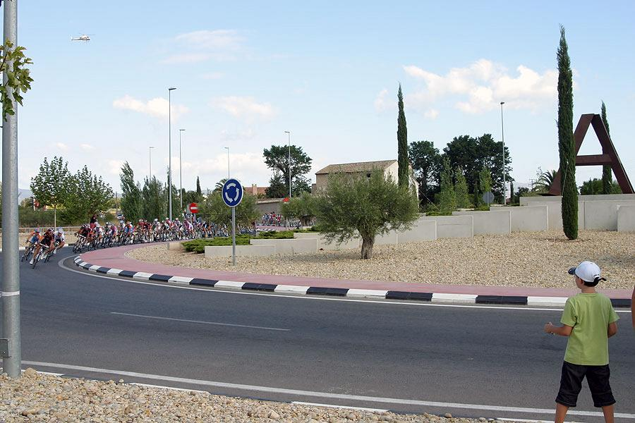 La Vuelta passing by Actiu 8