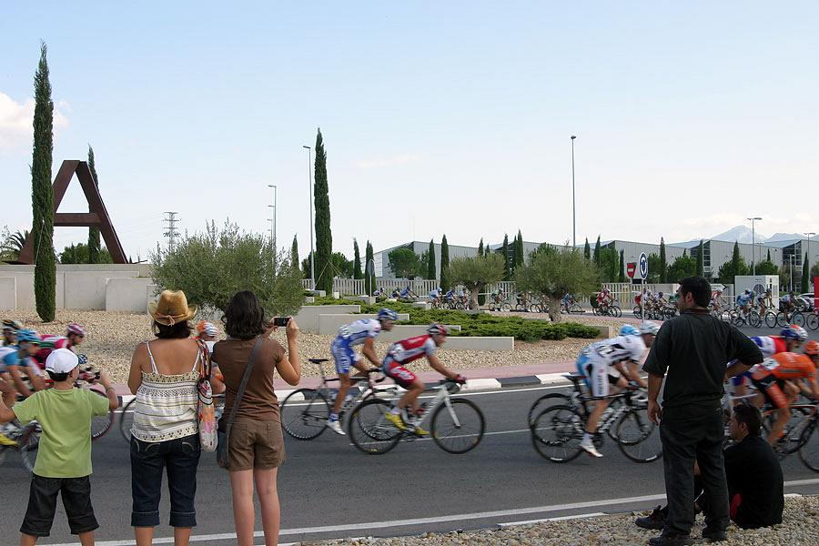 La Vuelta passing by Actiu 9
