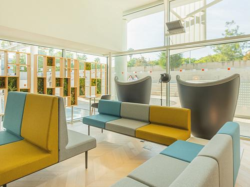 Therapeutic spaces, when the design of the hospital environment acts as a third caregiver